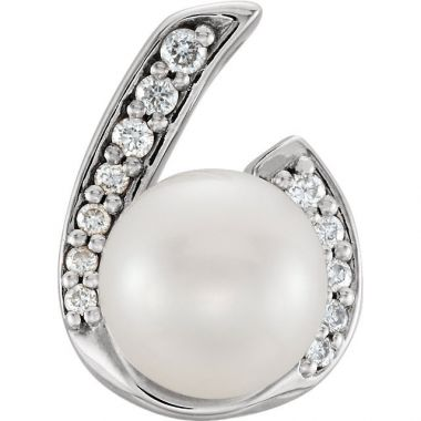 Sieger's Jewelers 14k White Gold Pearl and .07ct Diamond Pendant